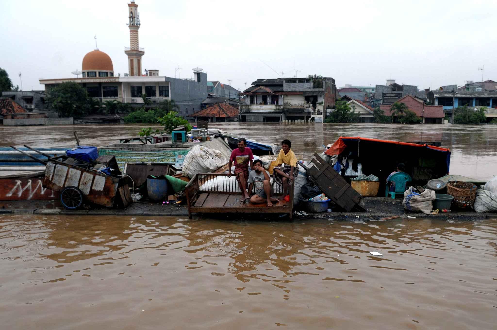 Photo of Indonésie. Le bilan des inondations atteint 77 morts et 120 blessés