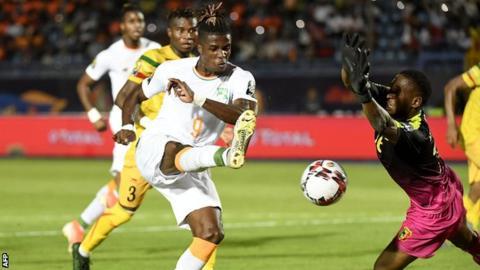 Photo of La Côte d'Ivoire surclasse le Mali et file en quarts