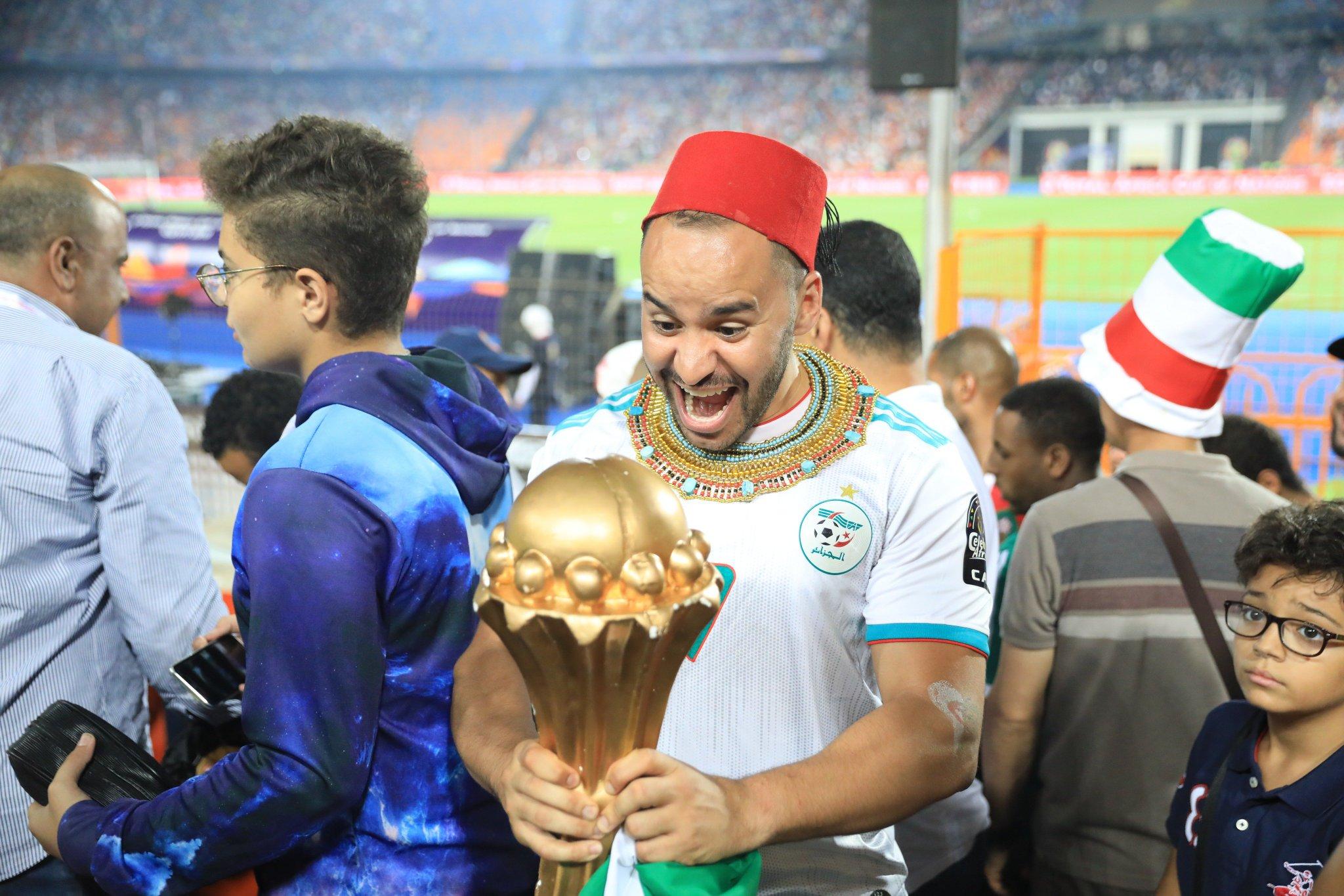Photo of 29 ans plus tard, l'Algérie accroche une deuxième étoile à son maillot