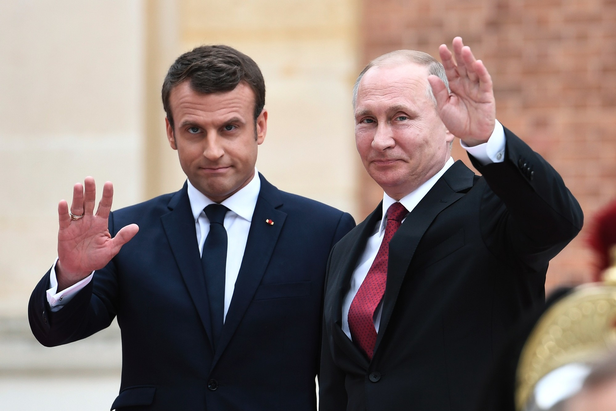 Photo de Poutine et Macron s'entretiennent avant le sommet du G7