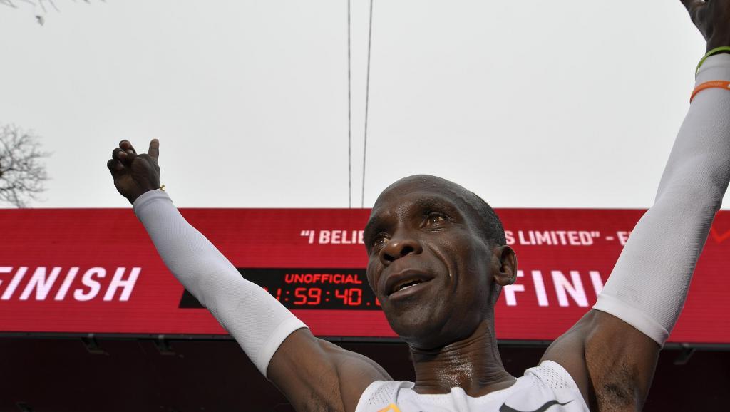 Photo of Marathon : Eliud Kipchoge brise la barrière des 2 heures