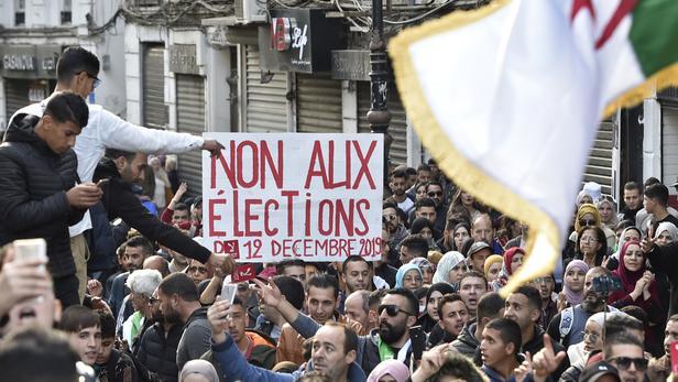 Photo of Algérie: deux centres de vote saccagés en Kabylie (vidéo)