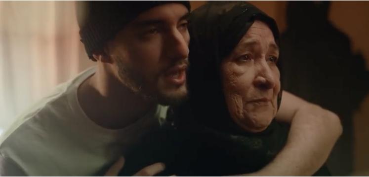 Photo de Youtube. L'ode à la maternité de Zouhair Bahaoui fait un tabac