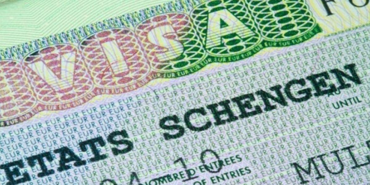 Photo of La France rouvrira progressivement ses frontières extérieures Schengen