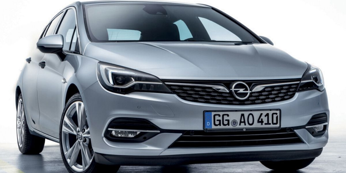 Photo de Opel Astra, la version restylée disponible chez Auto Hall
